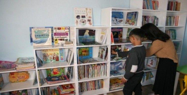 Öğretmenler, kendi imkanları ile kurdukları kütüphaneye kitap yardımı bekliyor