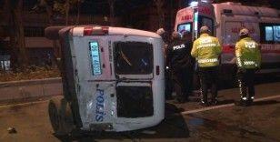 Ankara'da minibüs polis aracına çarptı: 2'si polis 4 yaralı