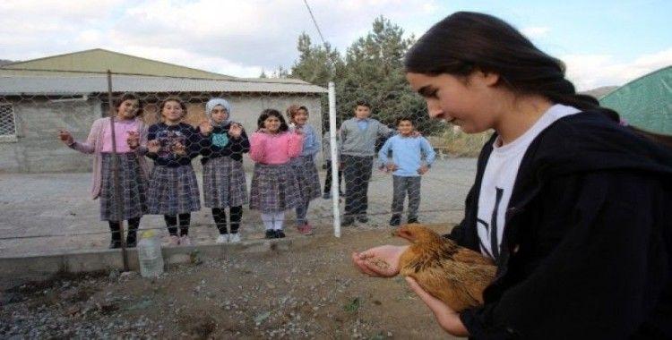 Köy okulundaki öğrenciler hayallerini hasat etti
