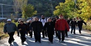 Vali Şentürk ile birlikte iki günde 16 kilometre yürüdüler