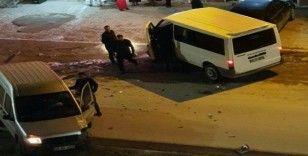 Yüksekova'da maddi hasarlı trafik kazası