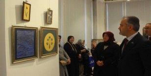 Belediye başkanının eşi ebru sergisi açtı