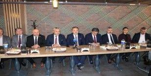 AK Parti teşkilatı basınla bir araya geldi