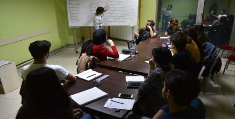 Gençler Tepebaşı'nda dil öğreniyor