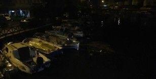 Marmaris'te sağnak yağış etkili oldu