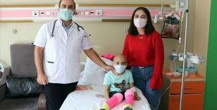 Lösemiyi 4 yılda yenen Fatma ziyaret ettiği hastalara umut aşılıyor
