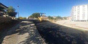 Gölbaşı ilçesinde asfalt yapım çalışmaları devam ediyor