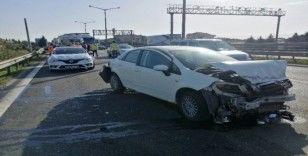 TEM Otoyolu'ndaki kazada otomobil hurdaya döndü: 1'i ağır 3 yaralı