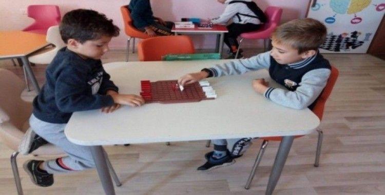 İlkokul öğrencilerine zeka oyunları kursu