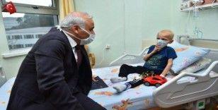 Başkan Zorluoğlu'ndan lösemili çocuklara ziyaret