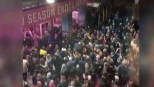 Londra'da tiyatro binasının çatısı çöktü