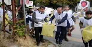 Pursaklar'da öğrenciler sokakları temizledi