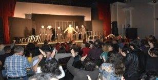 Ankara Ekin Tiyatrosu'ndan Akhisar'da muhteşem oyun