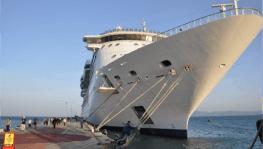 Dev transatlantik yolcu gemisi 3 yıl aradan sonra Kuşadası'nda