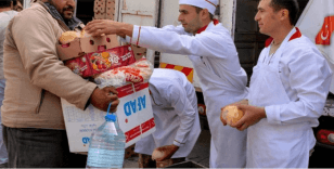 TSK, Resulayn'da günde 5 bin kişiye sıcak ekmek dağıtıyor