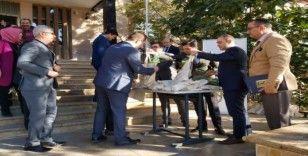 Adliye personeline 100 adet fıstık çamı dağıtıldı