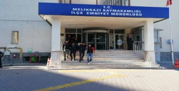 Uyuşturucu operasyonunda yakalanan 4 şahıs adliyeye sevk edildi