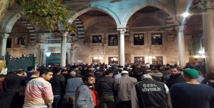 Mevlit Kandili'nde Eyüp Sultan Camii doldu taştı