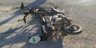 Minibüsle çarpışan elektrikli bisiklet sürücüsü ağır yaralandı