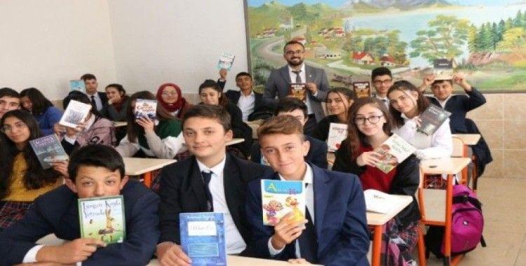 Öğrencilerden köy okullarına kitap desteği
