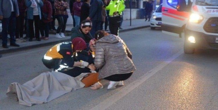 Geri manevra yapan otomobilin çarptığı yaya yaralandı
