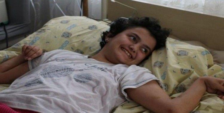 Kök hücre tedavisi bekleyen 13 yaşındaki Medine hayatını kaybetti