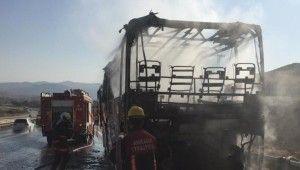 Alev alev yanan otobüsten geriye iskelet kaldı
