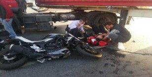 (Özel Yasak yerden dönüş yapan tıra motosiklet çarptı: 1 yaralı