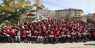 Siirt'te bin 300 öğrenci aynı anda kitap okudu