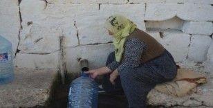 200 yıldır akan çeşme halen köylüler tarafından kullanılıyor