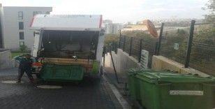 İzmit'te çöp konteynırları temizleniyor