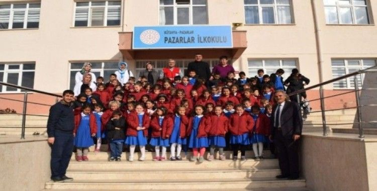 Pazarlar'da 130 öğrenciye mont yardımı