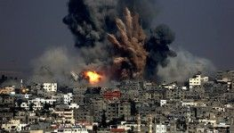 İsrail savaş uçakları Gazze'de evi hedef aldı