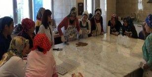 Ordulu kadınlar çikolata yapmayı öğreniyor