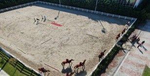 (Özel) Atlı polislerin nefes kesen eğitimi havadan görüntülendi
