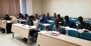 Somalili öğrencileri Türkçe öğreniyor