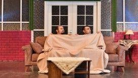 Komik Para adlı oyun İzmirlileri kahkahaya boğuyor