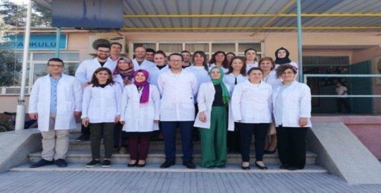 """Erzin Şükrü Paşa Ortaokulu'nda """"beyaz önlük"""" uygulaması başladı"""