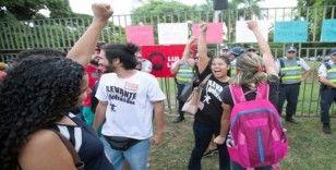 Guaido yandaşları Venezuela'nın Brezilya'daki büyükelçiliğinden ayrıldı