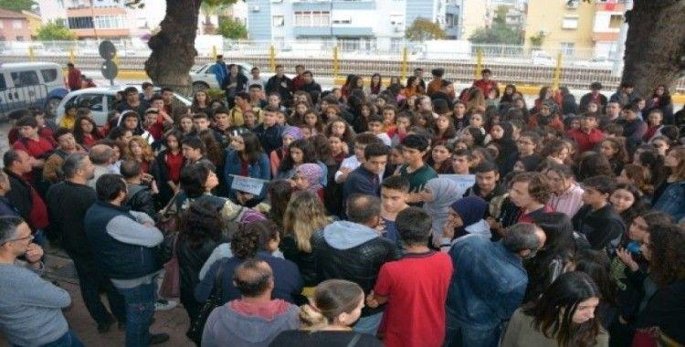 Öğrenciler 'yeni eğitim binası' için eylemde