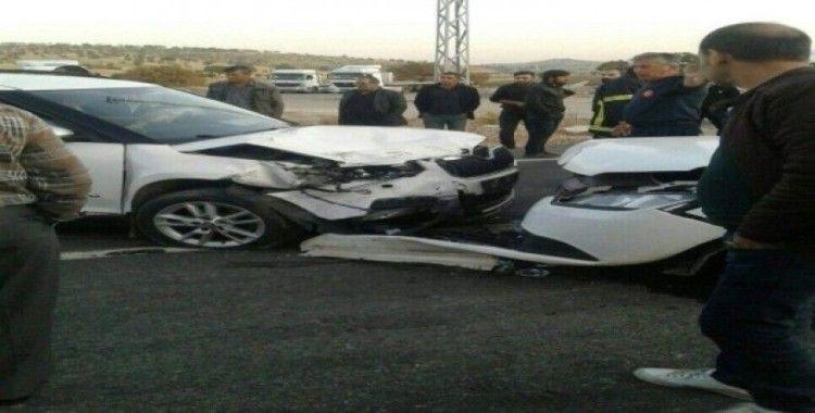 Mardin'de iki araç çarpıştı: 1'i ağır 5 yaralı