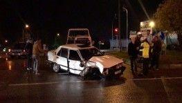 Bursa'da otomobile tır çarptı, otomobil sürücüsü araç içinde sıkıştı