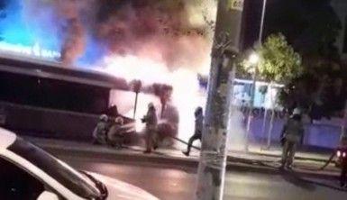 Esenyurt'ta otobüs alev alev yandı