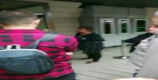 Karaköy'de başörtülü kızlara saldıran kadının, yeni görüntüleri ortaya çıktı