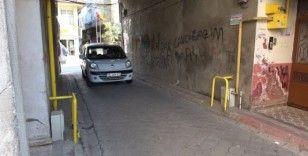 Samsun'da apartmanın artından yol geçiyor