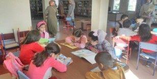 Tosyalı öğrenciler, kütüphaneyi gezdi