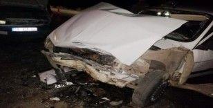 İki otomobil çarpıştı: 10 yaralı