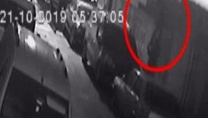 'Örümcek Adam' gibi duvara tırmanan hırsızlar kamerada