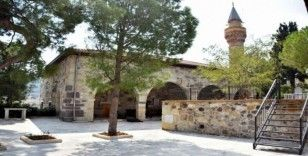 Aliağa'nın en eski camisi zamana direniyor