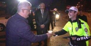 Vali polislere çorba ikram etti